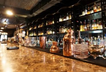 Barový pult z hnedého mramoru