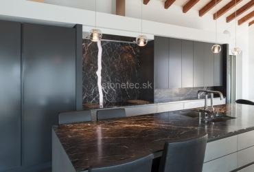 Kuchynská pracovná doska z čierneho mramoru