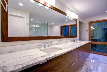 Kúpeľňa z bieleho mramoru