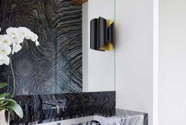 Obklad steny v kúpeľni z prírodného kameňa