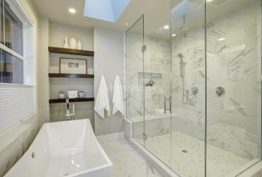 Obklad kúpeľne z bieleho mramoru