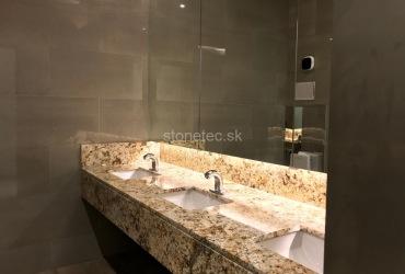 Kúpeľňa z bledej prírodnej žuly