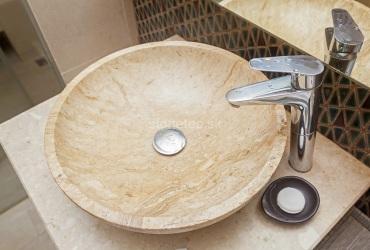 Umývadlo z hnedého mramoru