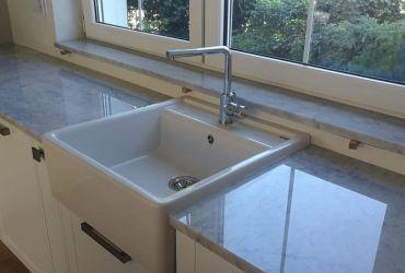 Kuchynská pracovná doska z bieleho mramoru Carrara