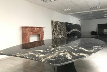 kancelarsky-stoly-z-prirodneho-kamena-cierno-zlatej-farby-titanium-gold