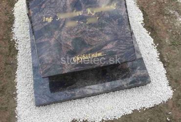 Urnový hrob s epitafnou doskou zo žuly Aurora